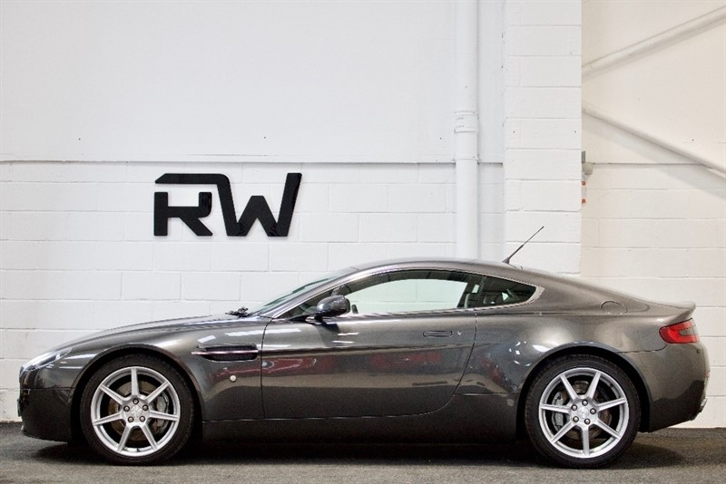 used Aston Martin Vantage V8 2dr in berkshire