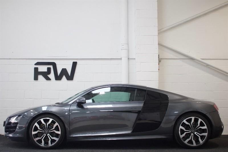 used Audi R8 FSI V10 R Tronic Quattro 2dr in berkshire