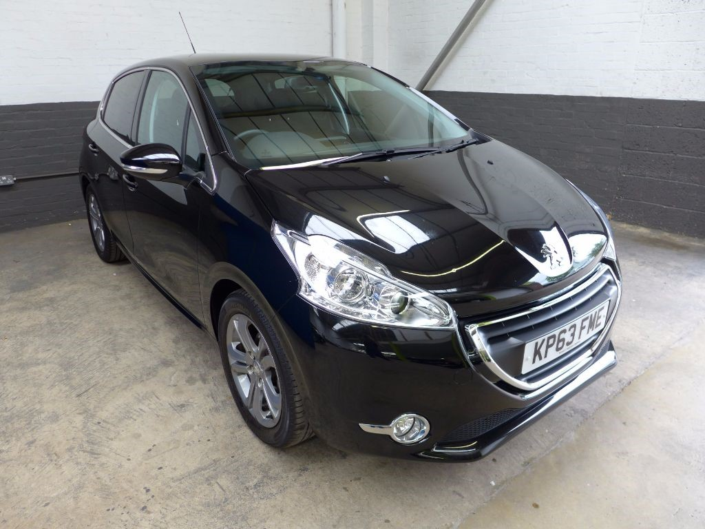 used Peugeot 208 ALLURE in leighton-bedfordshire