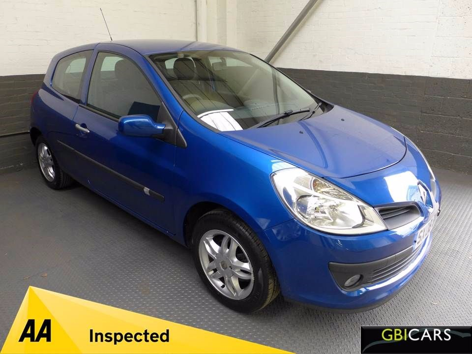 used Renault Clio EXPRESSION 16V in leighton-bedfordshire