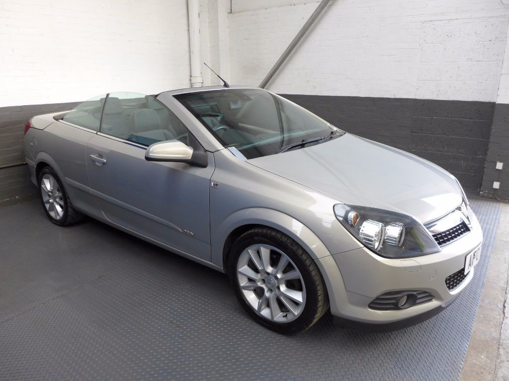 used Vauxhall Astra TWIN TOP DESIGN in leighton-bedfordshire