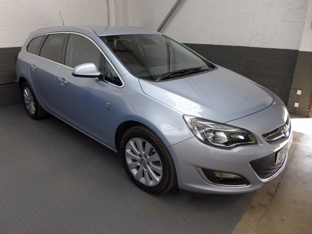 used Vauxhall Astra ELITE CDTI S/S in leighton-bedfordshire