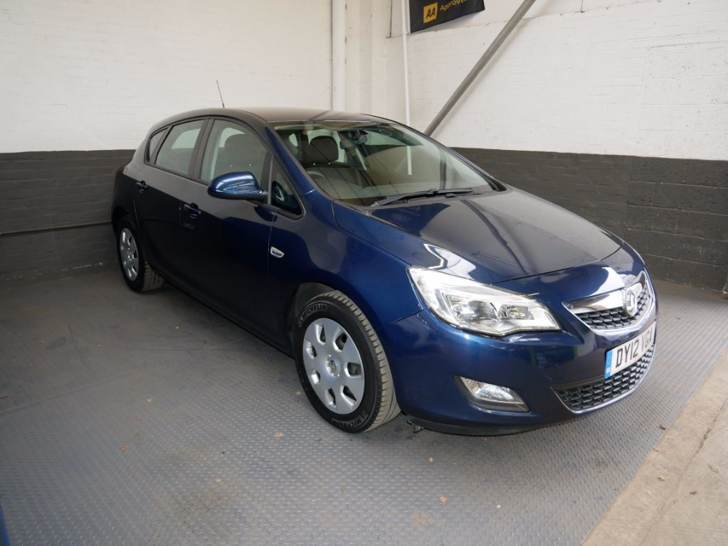 used Vauxhall Astra EXCLUSIV in leighton-bedfordshire