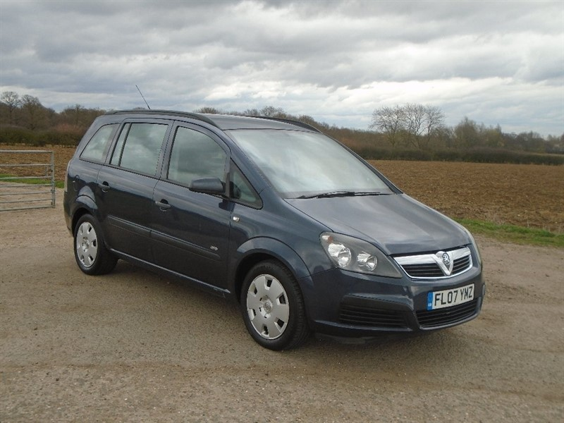 used Vauxhall Zafira i 16v Life 5dr in wickham-bishops-essex