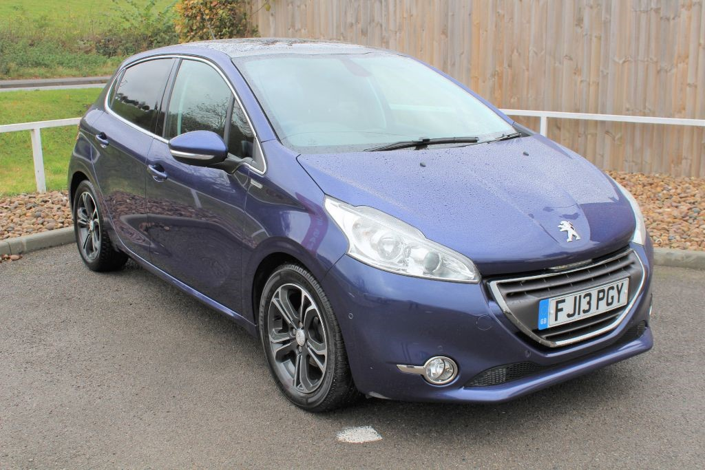 used Peugeot 208 E-HDI INTUITIVE in in-lowdham