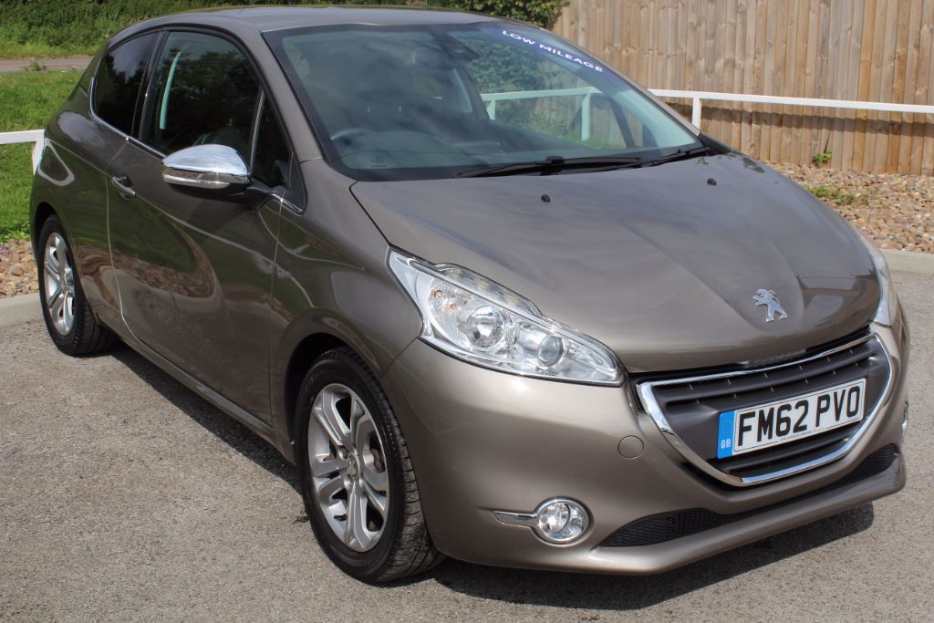 used Peugeot 208 ALLURE in in-lowdham