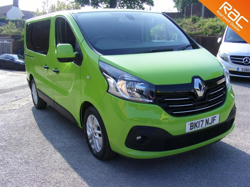 used Renault Trafic SL27 SPORT ENERGY DCI 9 SEAT MINIBUS EURO 6 SAT NAV/AIRCON in nottinghamshire