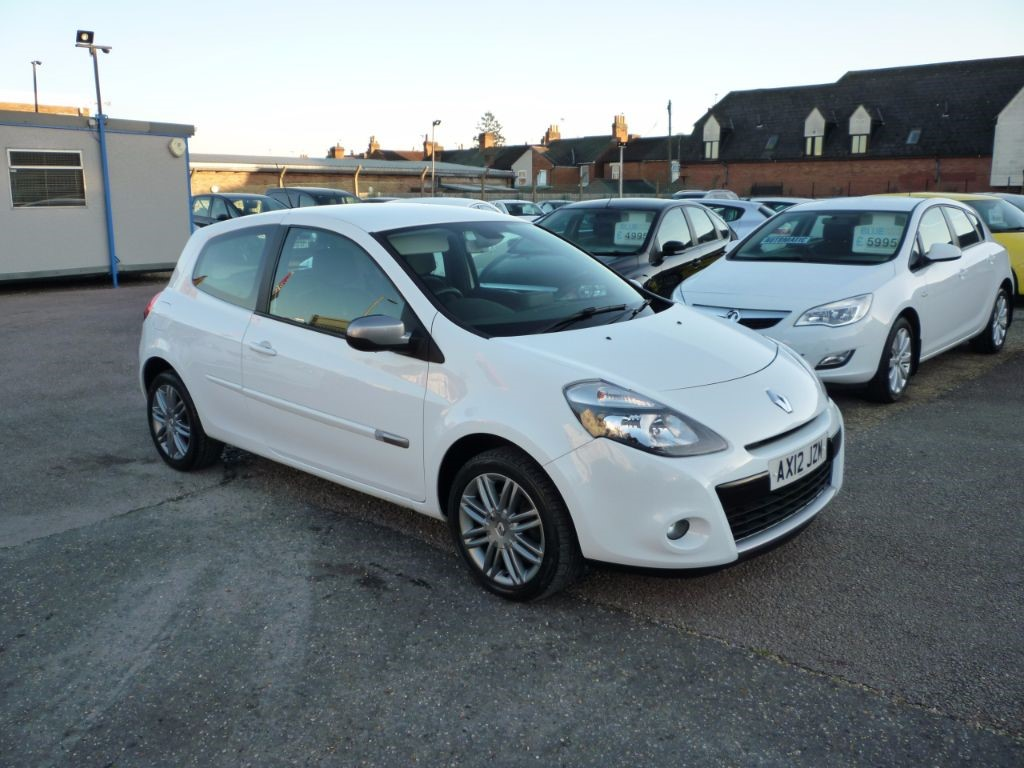 used Renault Clio 1.1 Dynamique Tomtom TCE in in-colchester-and-essex