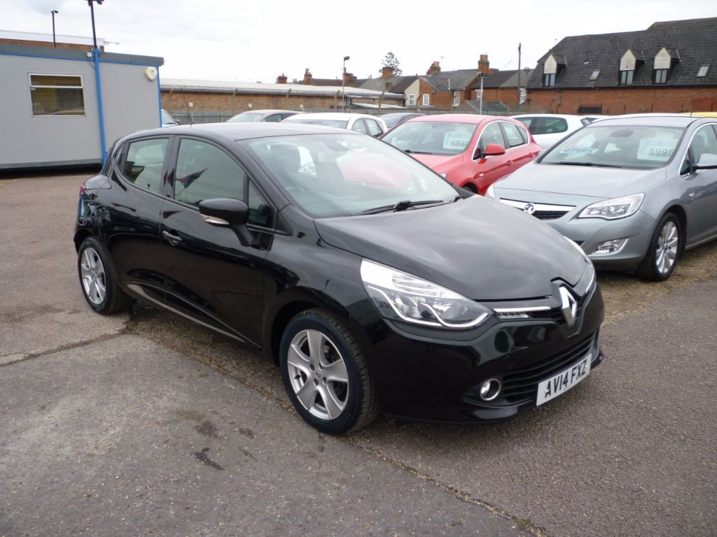 used Renault Clio 1.1 Dynamique Medianav in in-colchester-and-essex