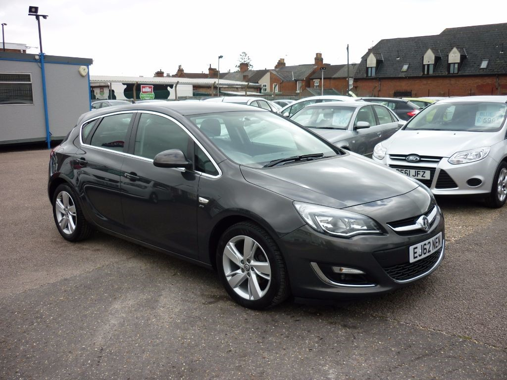 used Vauxhall Astra 1.6 SRI 5Dr Alloys in in-colchester