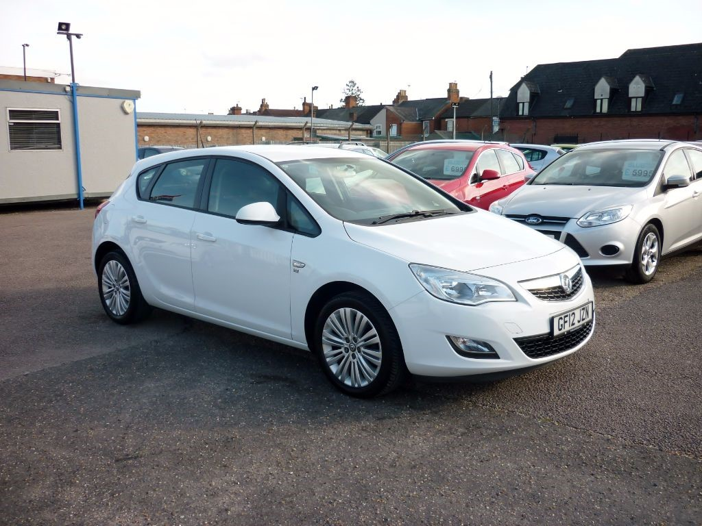 used Vauxhall Astra 1.4 Excite 5Dr Alloys White in in-colchester