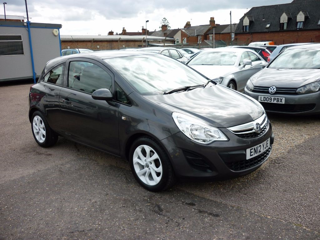 used Vauxhall Corsa 1.4 Exclusiv 3Dr White Alloys in in-colchester
