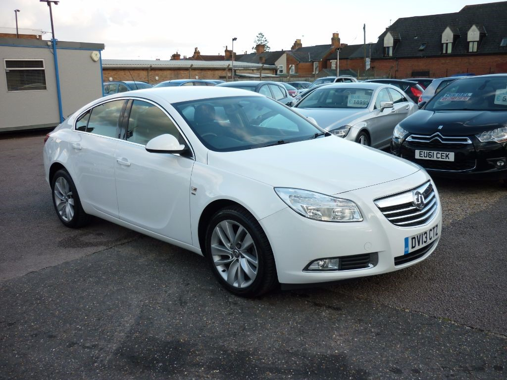 used Vauxhall Insignia 1.8 SRI 5Dr White Alloys in in-colchester-and-essex