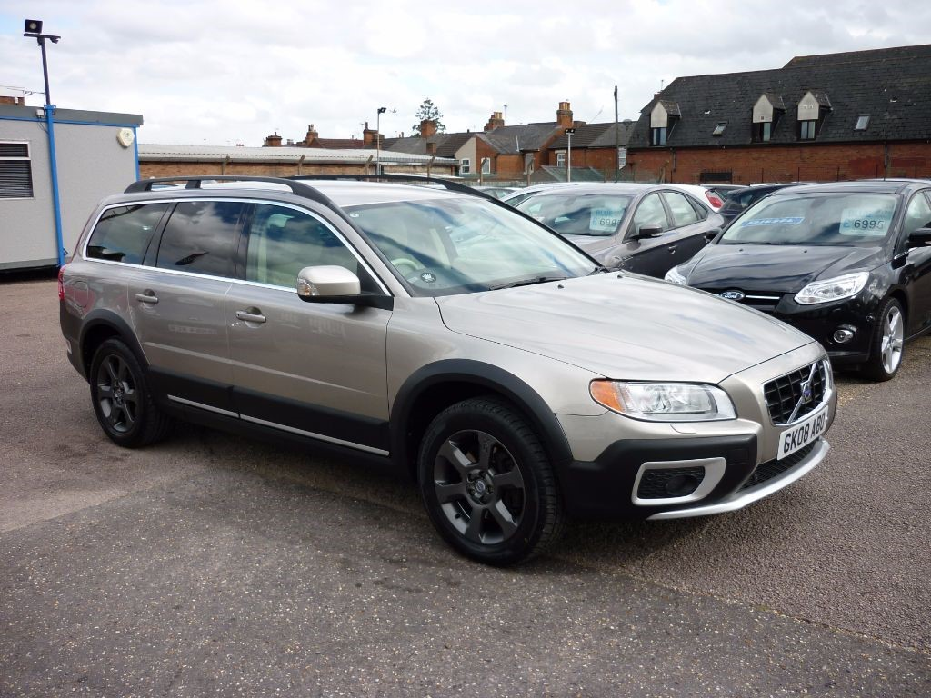 used Volvo XC70 2.4 D5 SE LUX AWD in in-colchester