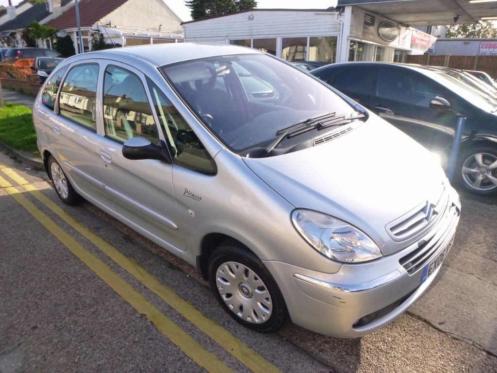 used silver citroen xsara picasso for sale essex. Black Bedroom Furniture Sets. Home Design Ideas