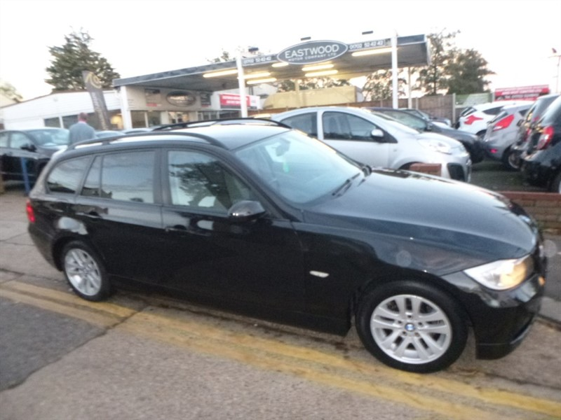 used BMW 318i SE TOURING in Essex
