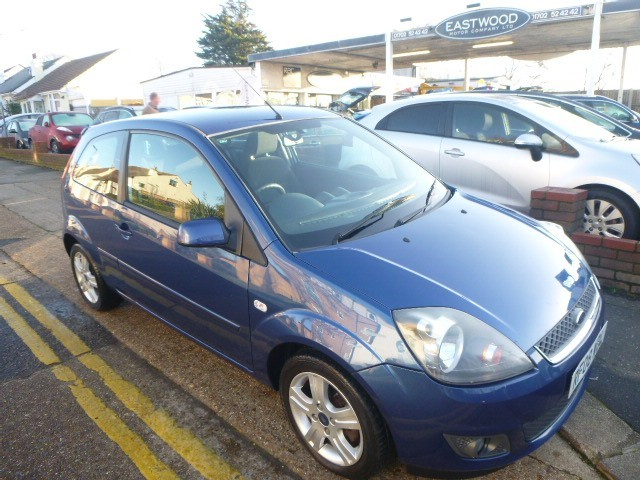used Ford Fiesta ZETEC CLIMATE 16V in Essex