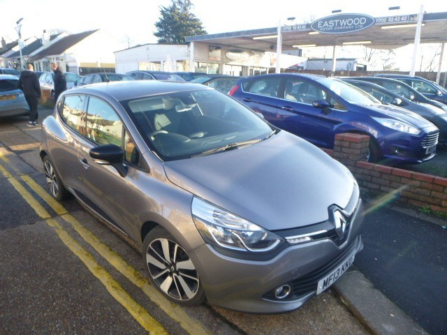 used Renault Clio DYNAMIQUE S MEDIANAV ENERGY TCE S/S in Essex