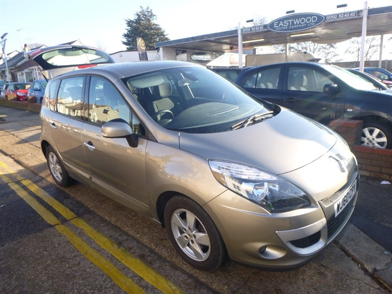 used Renault Scenic DYNAMIQUE TOMTOM DCI in Essex