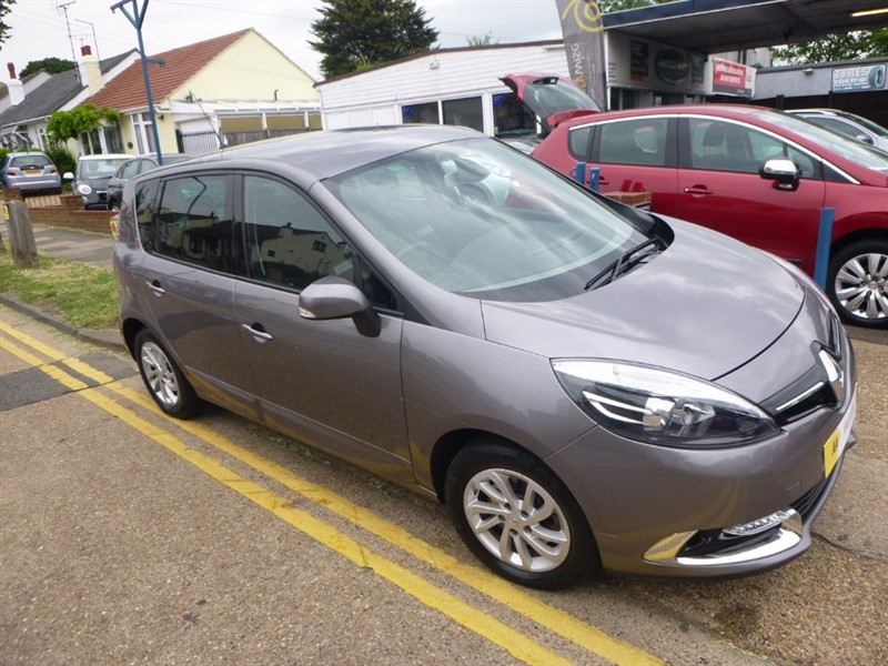 used Renault Scenic DYNAMIQUE TOMTOM DCI EDC in Essex