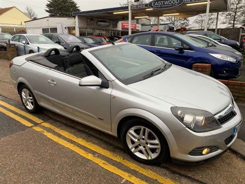 used Vauxhall Astra TWIN TOP SPORT in Essex