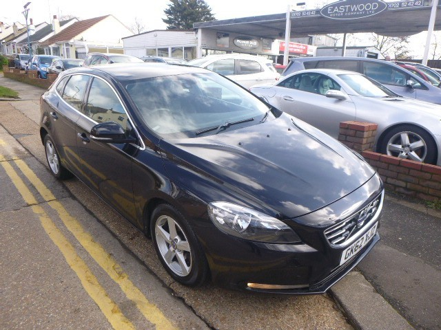 used Volvo V40 D2 SE NAV in Essex