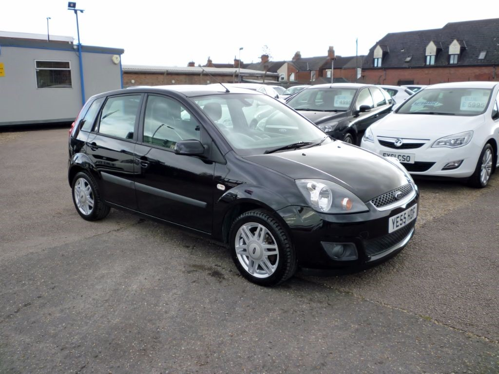 used Ford Fiesta 1.4 Ghia 16V 5Dr Alloys in in-colchester-and-essex
