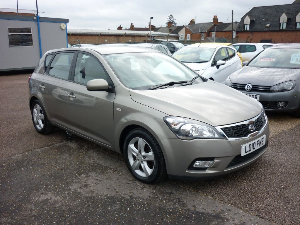 used Kia Ceed 1.6 Kia Ceed 2 5Dr in in-colchester-and-essex
