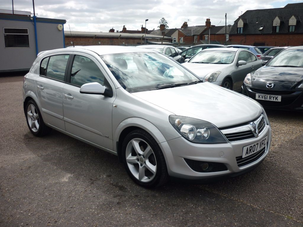 used Vauxhall Astra 1.7 SRI CDTI 5Dr in in-colchester