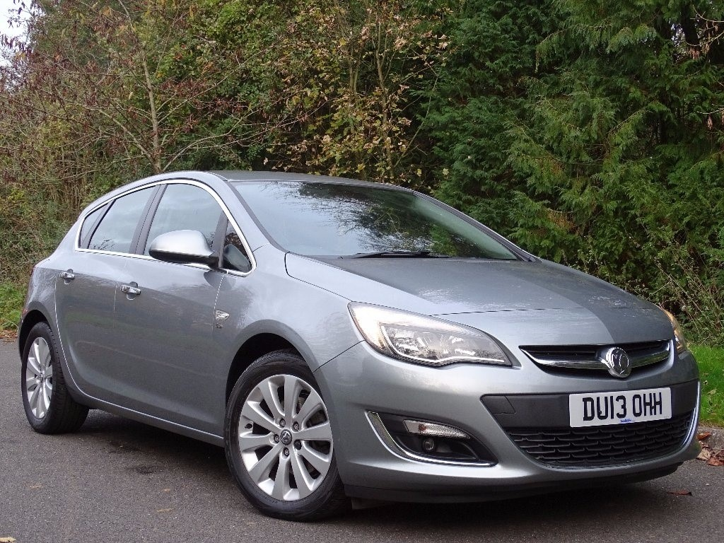 used Vauxhall Astra CDTi ecoFLEX 16v Elite 5dr (start/stop) in in-hampshire