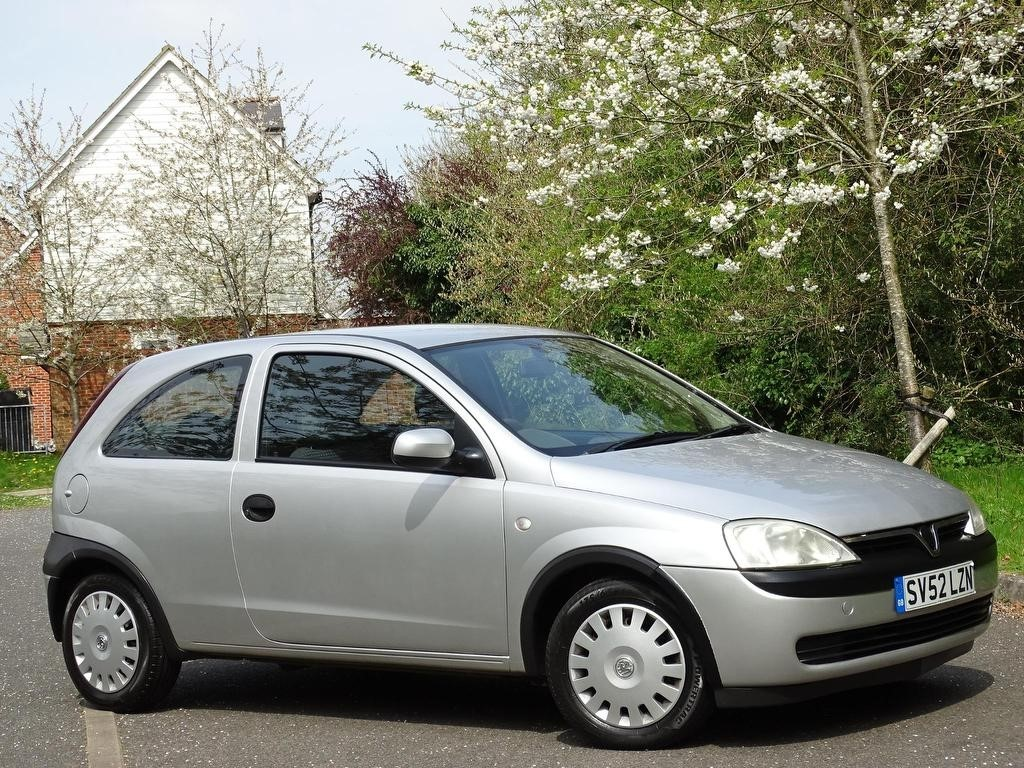 used Vauxhall Corsa i 16v Club 3dr in in-hampshire