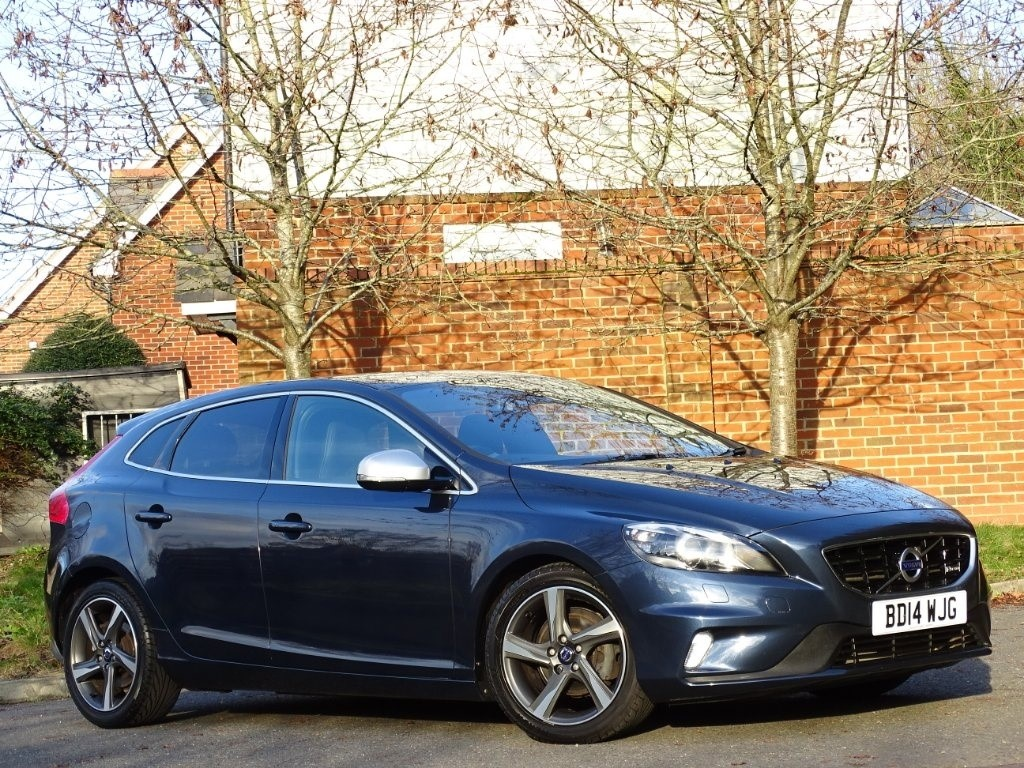 used Volvo V40 D2 R-Design Lux 5dr in in-hampshire