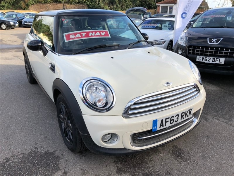 used MINI Hatch Cooper (Sport Chili) 3dr in rochester-kent