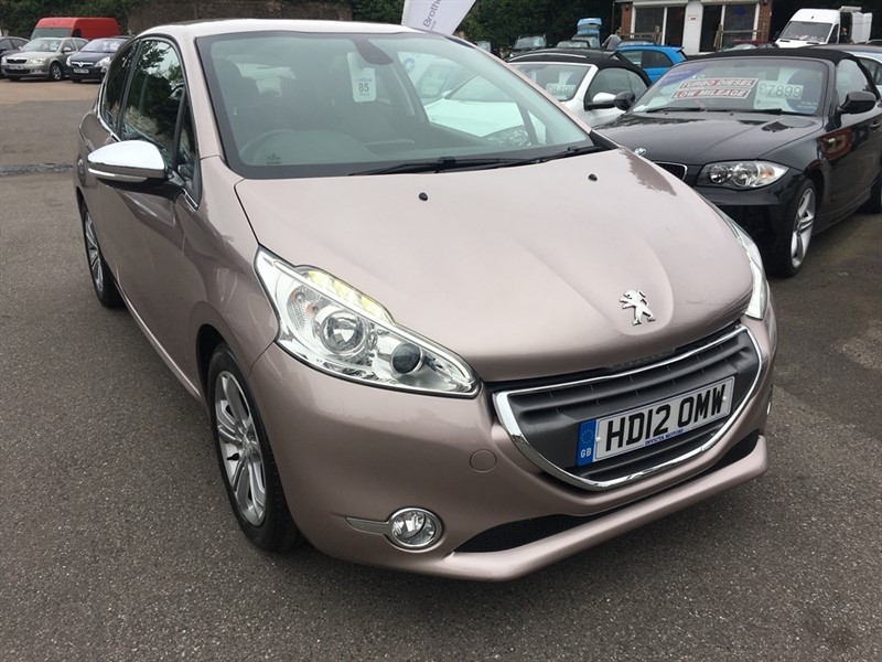 used Peugeot 208 VTi Allure 3dr in rochester-kent