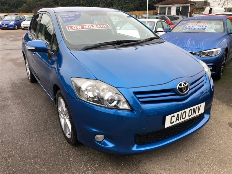 used Toyota Auris V-Matic SR 5dr in rochester-kent