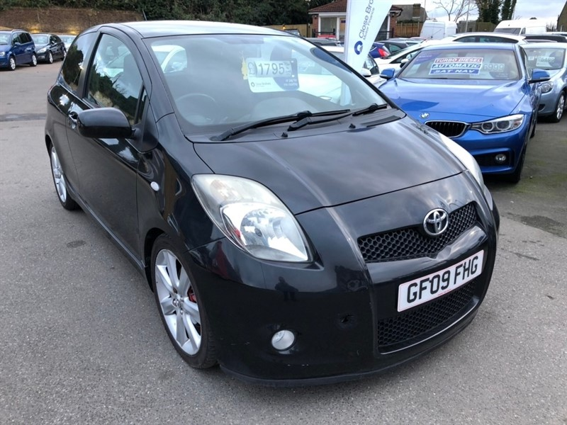 used Toyota Yaris VVT-i SR 3dr in rochester-kent