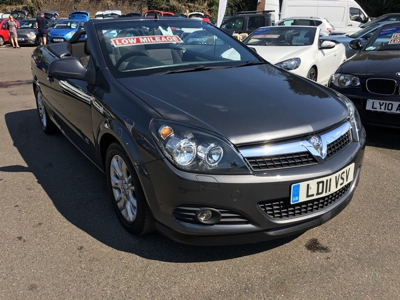used Vauxhall Astra i Sport Twin Top 2dr in rochester-kent