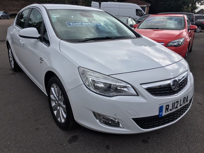 used Vauxhall Astra CDTi ecoFLEX 16v SE 5dr in rochester-kent