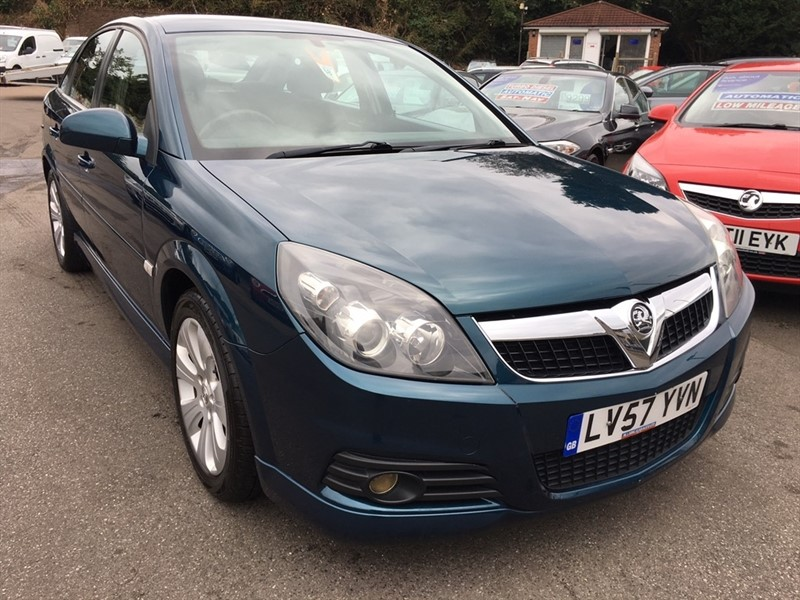 used Vauxhall Vectra i VVT Exclusiv 5dr in rochester-kent