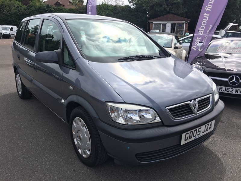 used Vauxhall Zafira i 16v Life 5dr in rochester-kent
