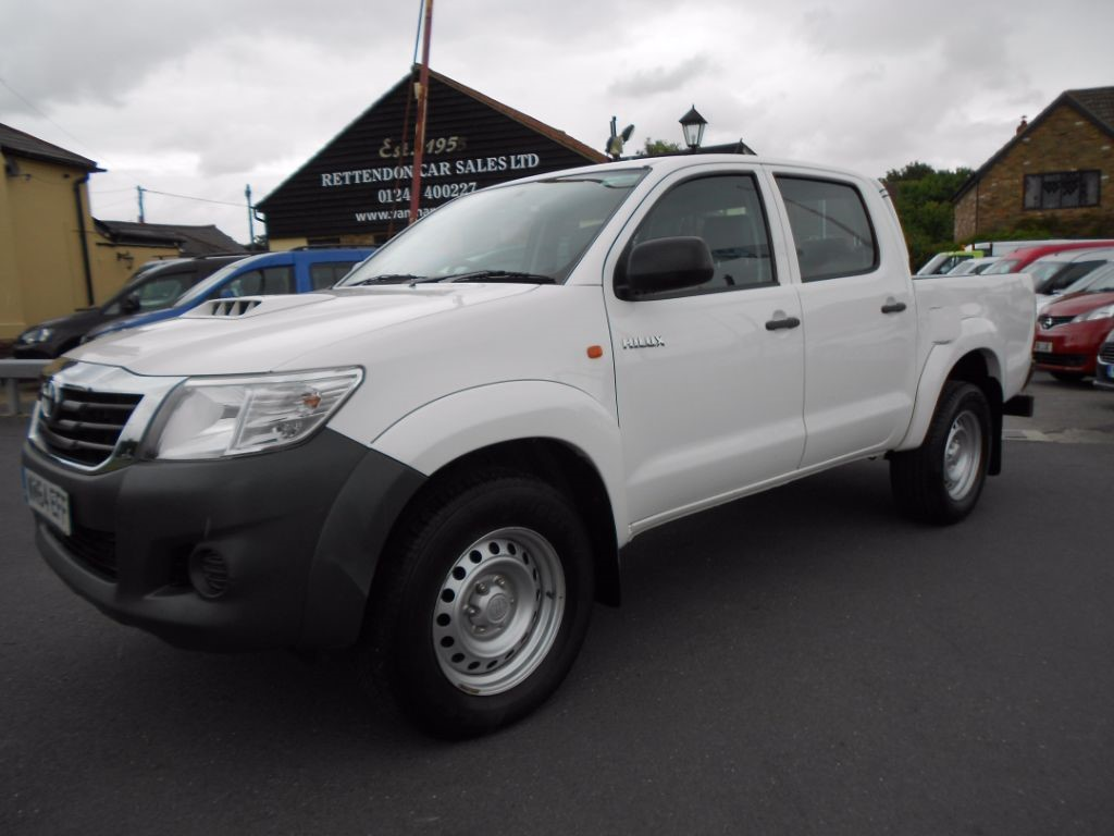 used Toyota Hilux HI-LUX ACTIVE 4X4 D-4D DCB in Chelmsford