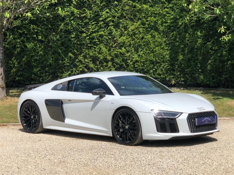 used Audi R8 V10 PLUS QUATTRO in surrey