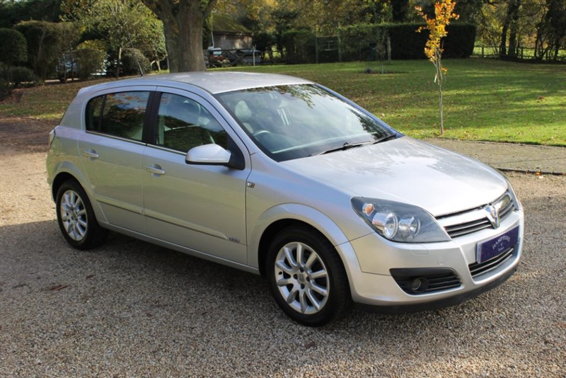 used Vauxhall Astra DESIGN 16V TWINPORT in surrey