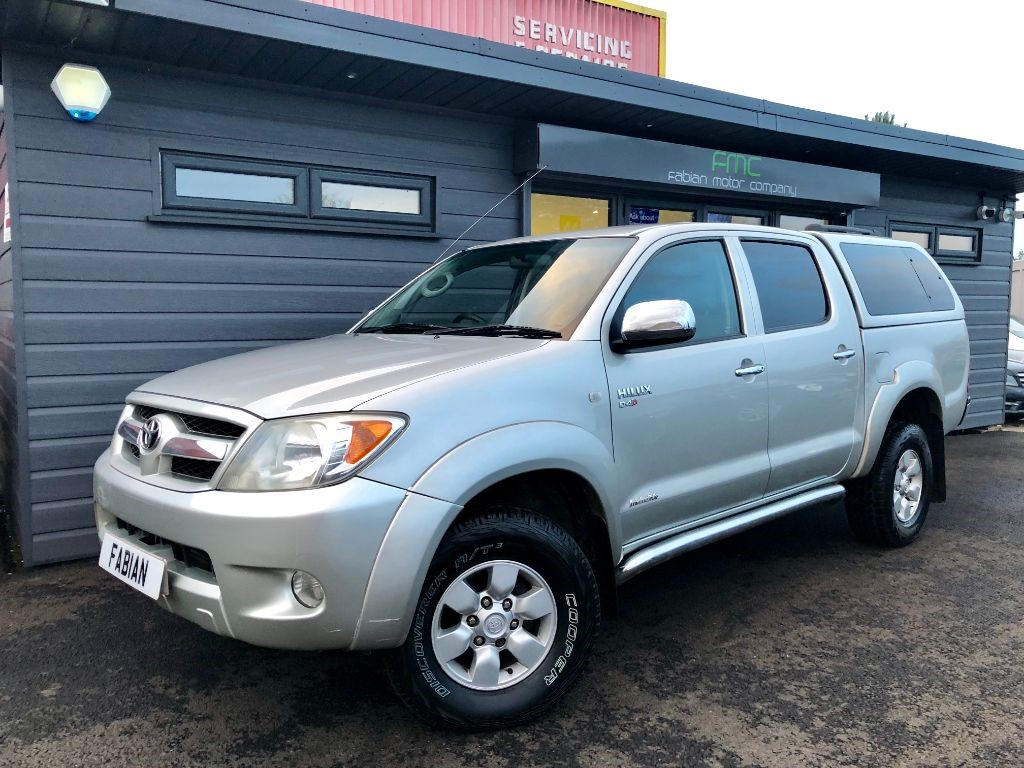 used Toyota  HI-LUX INVINCIBLE SWB 4X4 DCP in swansea-south-wales