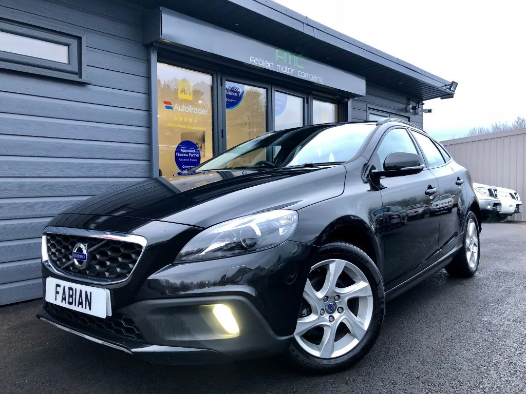 used Volvo V40 T4 CROSS COUNTRY LUX NAV in swansea-south-wales