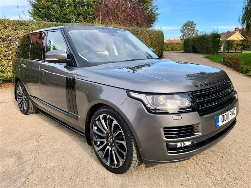 used Land Rover Range Rover SD V8 Autobiography 4X4 (s/s) 5dr in epping-essex