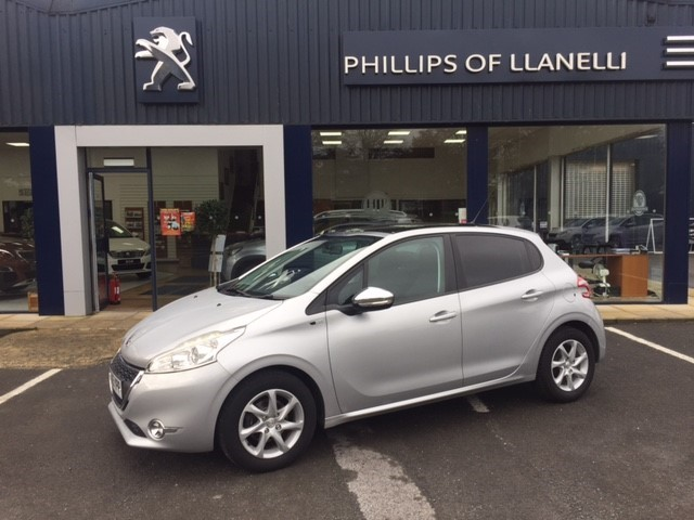 used Peugeot 208 STYLE in llanelli-south-wales