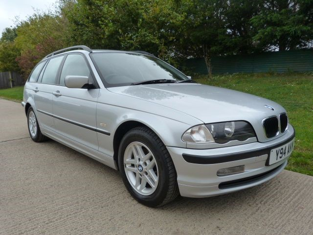 used BMW 318i SE TOURING in Berkshire