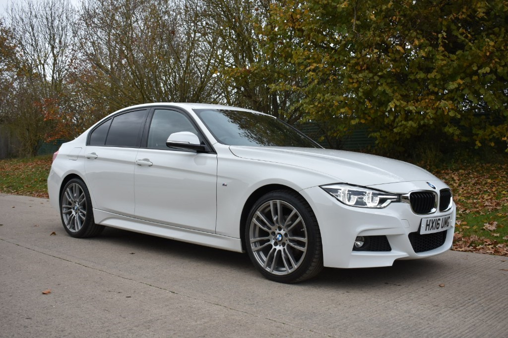 used BMW 320i M SPORT in Berkshire