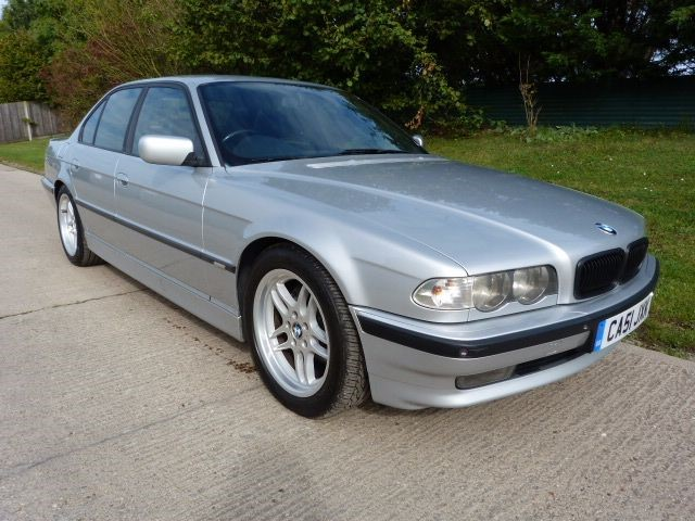 used BMW 728i SPORT in Berkshire